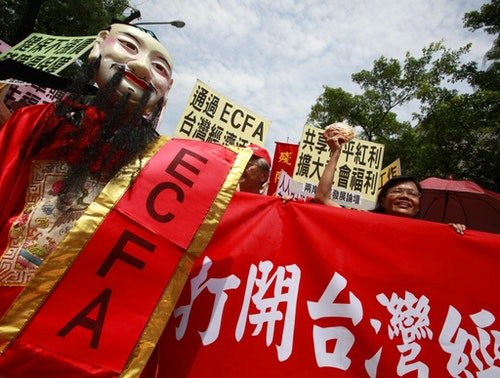Supporters of the ECFA signed between Taiwan and China celebrate on the streets outside the Legislative Yuan in Taipei