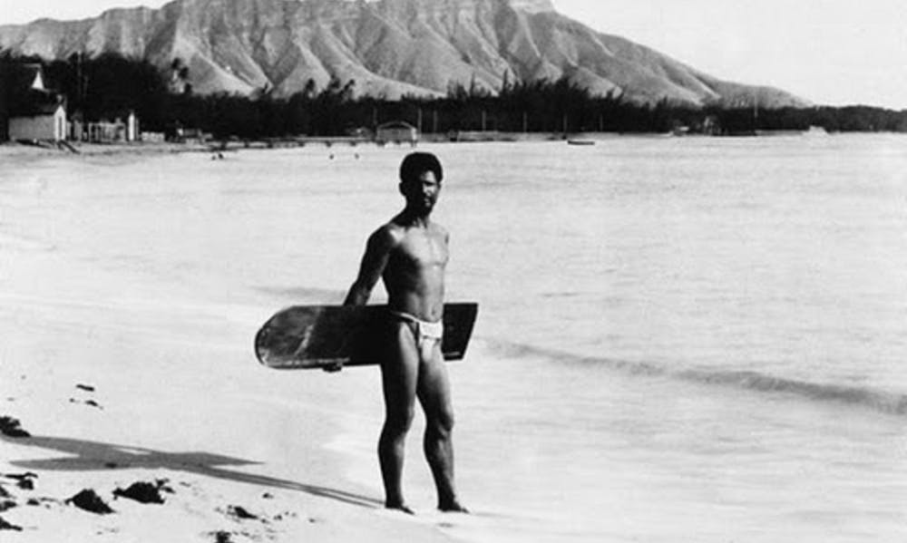 Native_Hawaiian_surfer_with_alaia_board