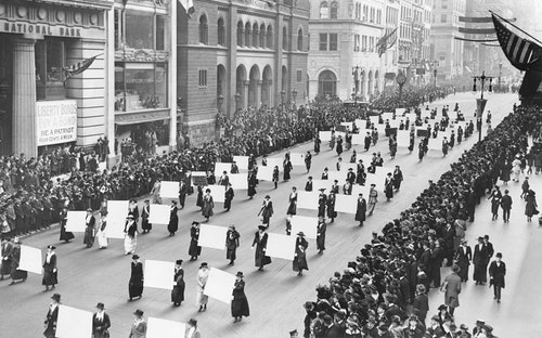 Suffragists_Parade_Down_Fifth_Avenue,_19