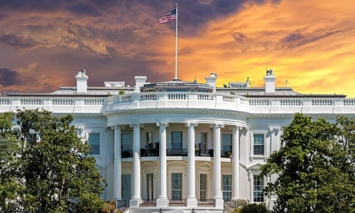 白宮 White House on deep red sunset background - 圖片